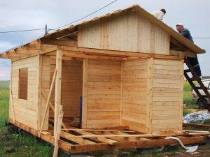 Строительство летнего домика из минибруса
